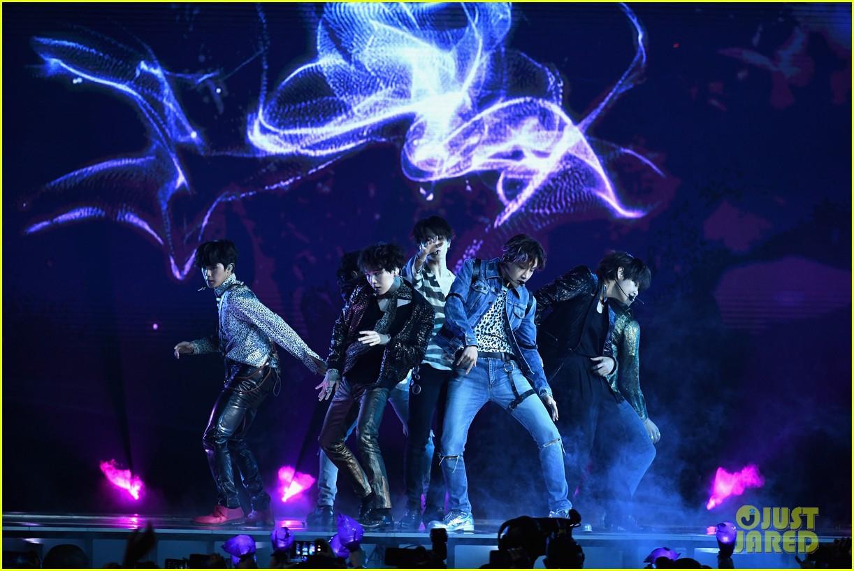 Chùm ảnh: Những khoảnh khắc đẹp ná thở từ sân khấu comeback lịch sử của BTS tại Billboard Music Awards 2018 - Ảnh 2.