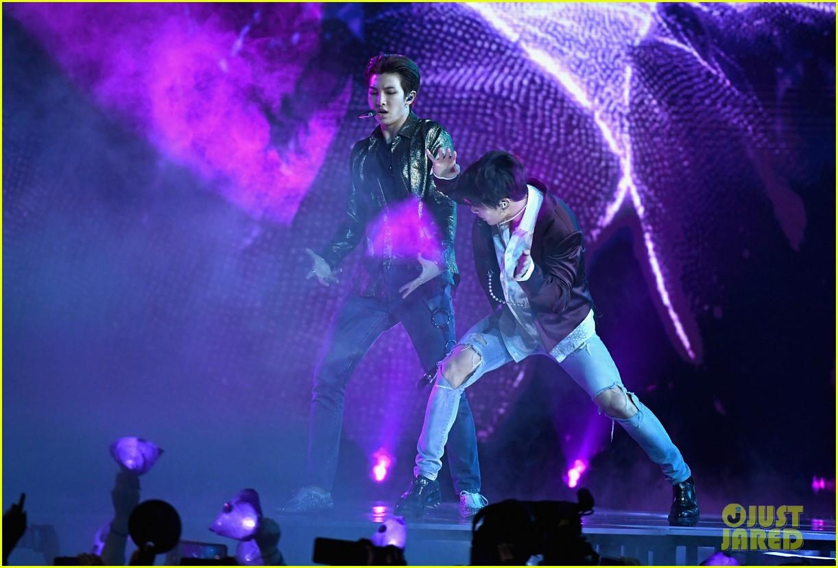 Chùm ảnh: Những khoảnh khắc đẹp ná thở từ sân khấu comeback lịch sử của BTS tại Billboard Music Awards 2018 - Ảnh 20.
