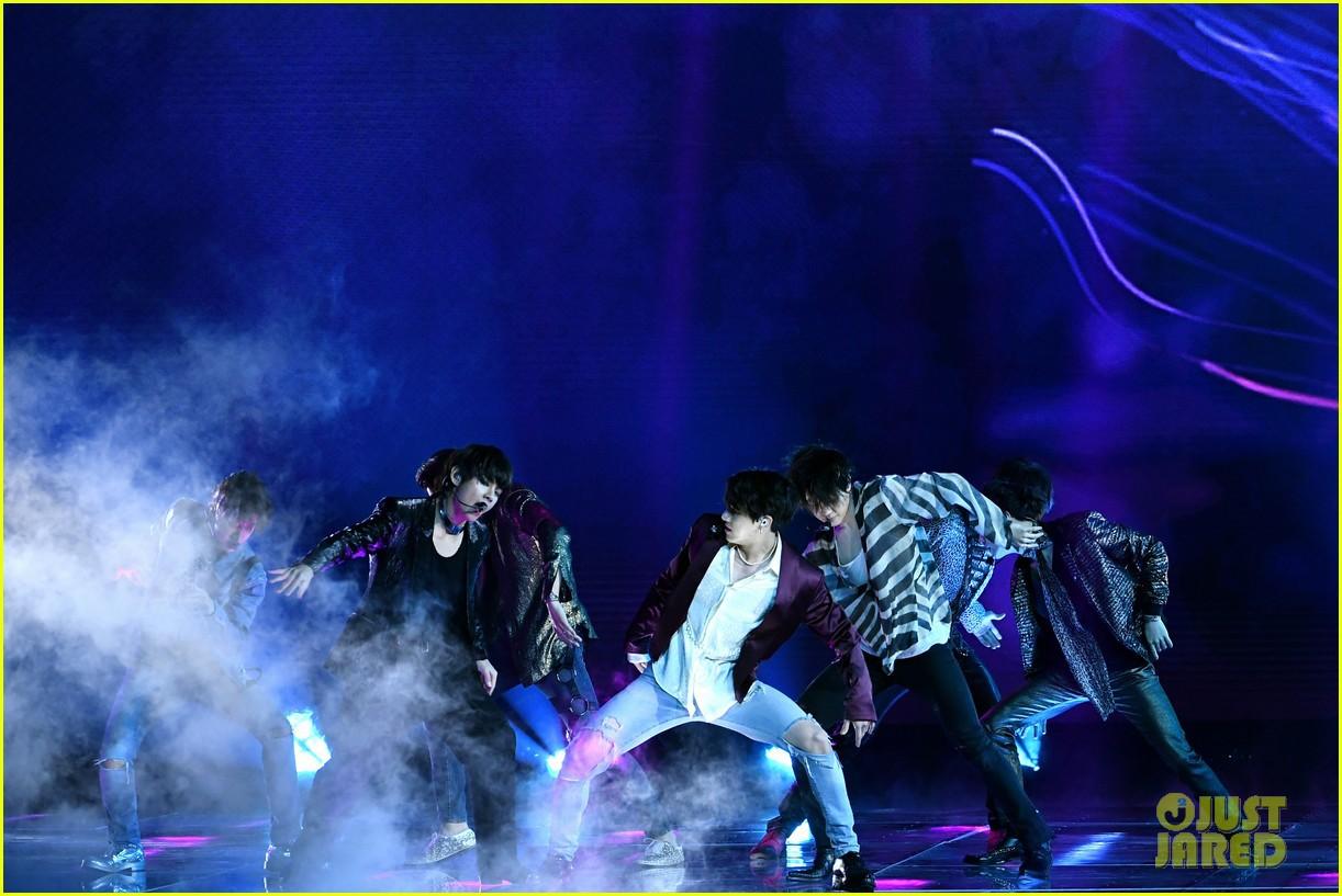 Chùm ảnh: Những khoảnh khắc đẹp ná thở từ sân khấu comeback lịch sử của BTS tại Billboard Music Awards 2018 - Ảnh 14.
