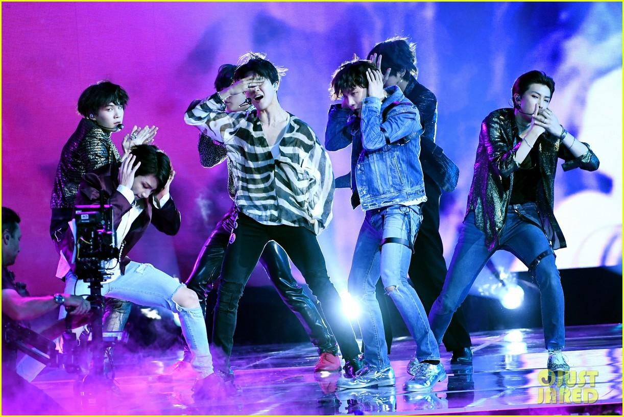 Chùm ảnh: Những khoảnh khắc đẹp ná thở từ sân khấu comeback lịch sử của BTS tại Billboard Music Awards 2018 - Ảnh 13.