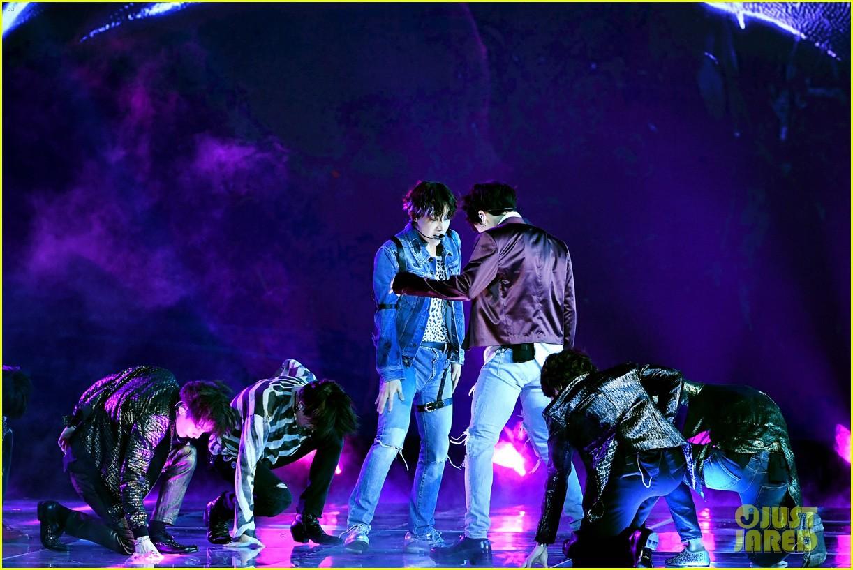 Chùm ảnh: Những khoảnh khắc đẹp ná thở từ sân khấu comeback lịch sử của BTS tại Billboard Music Awards 2018 - Ảnh 12.