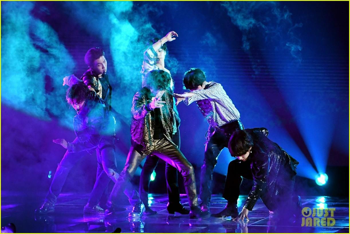 Chùm ảnh: Những khoảnh khắc đẹp ná thở từ sân khấu comeback lịch sử của BTS tại Billboard Music Awards 2018 - Ảnh 21.