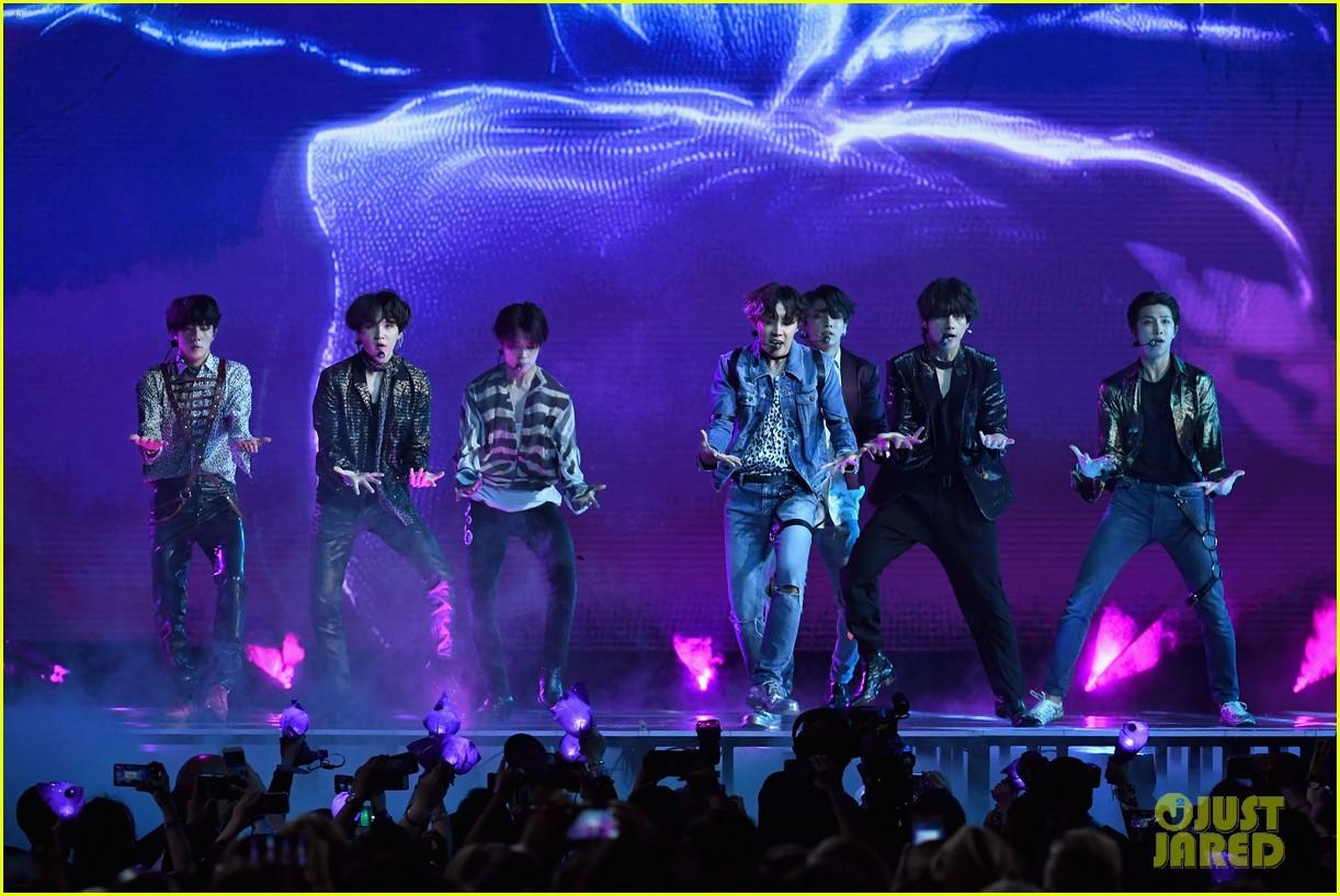 Chùm ảnh: Những khoảnh khắc đẹp ná thở từ sân khấu comeback lịch sử của BTS tại Billboard Music Awards 2018 - Ảnh 4.