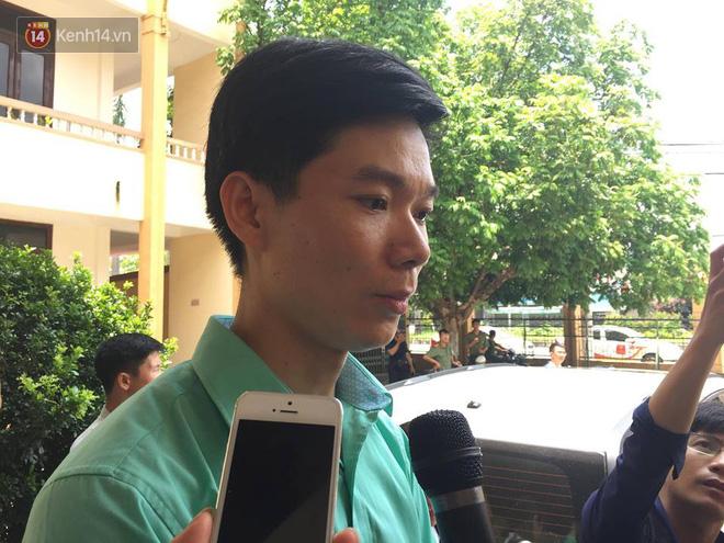 """Bác sĩ Hoàng Công Lương xúc động: """"Có người thân 9 nạn nhân đồng hành tôi tin công lý sẽ được thực thi"""" - Ảnh 4."""
