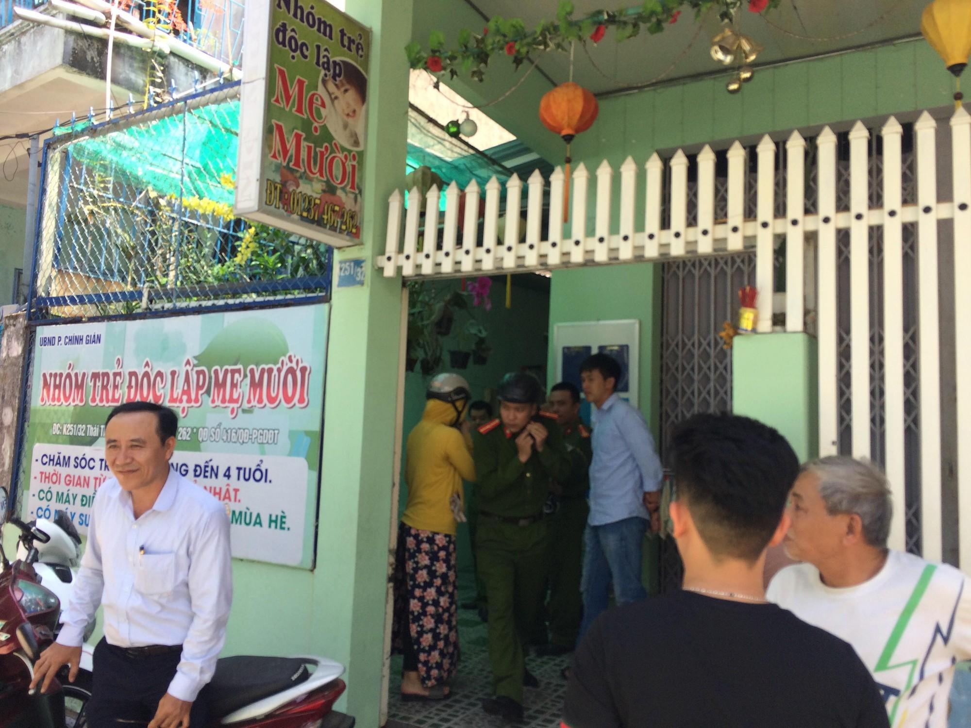 Vụ bảo mẫu vừa cho ăn vừa bạo hành trẻ ở Đà Nẵng: Chủ cơ sở nói đó là phương pháp dọa trẻ - Ảnh 2.