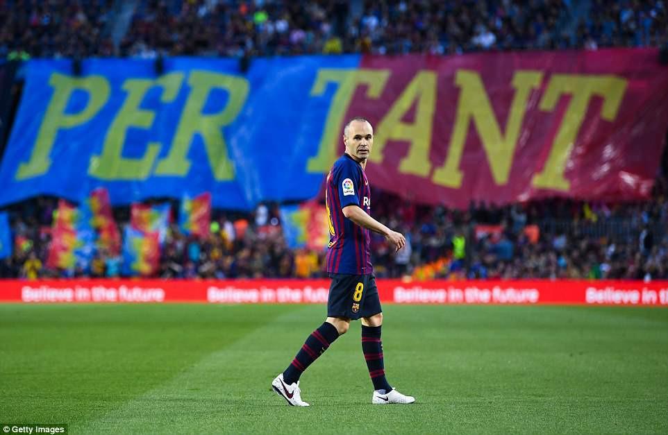 Huyền thoại Iniesta khóc nghẹn trong trận đấu cuối cùng khoác áo Barca - Ảnh 3.