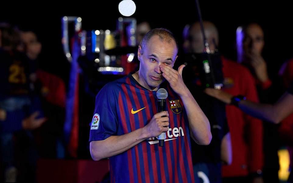 Huyền thoại Iniesta khóc nghẹn trong trận đấu cuối cùng khoác áo Barca - Ảnh 8.