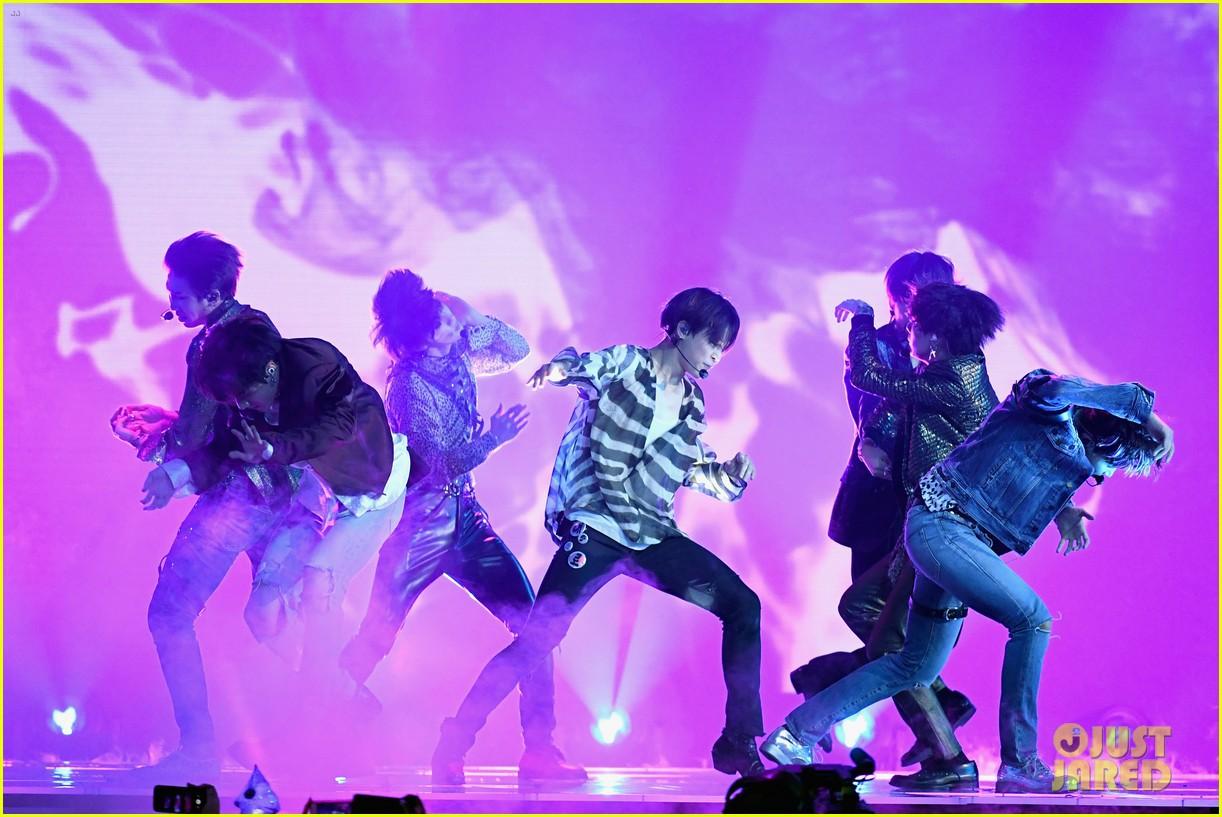 Chùm ảnh: Những khoảnh khắc đẹp ná thở từ sân khấu comeback lịch sử của BTS tại Billboard Music Awards 2018 - Ảnh 6.