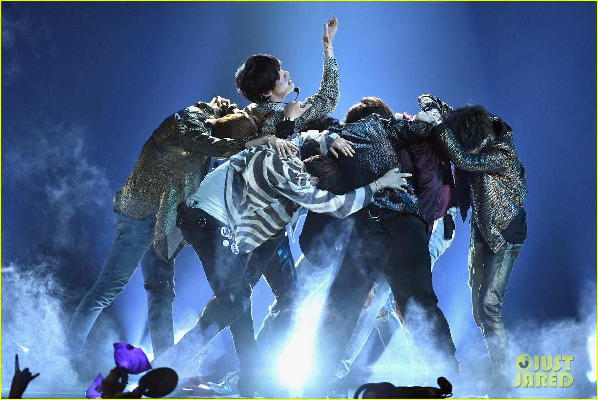 Chùm ảnh: Những khoảnh khắc đẹp ná thở từ sân khấu comeback lịch sử của BTS tại Billboard Music Awards 2018 - Ảnh 7.