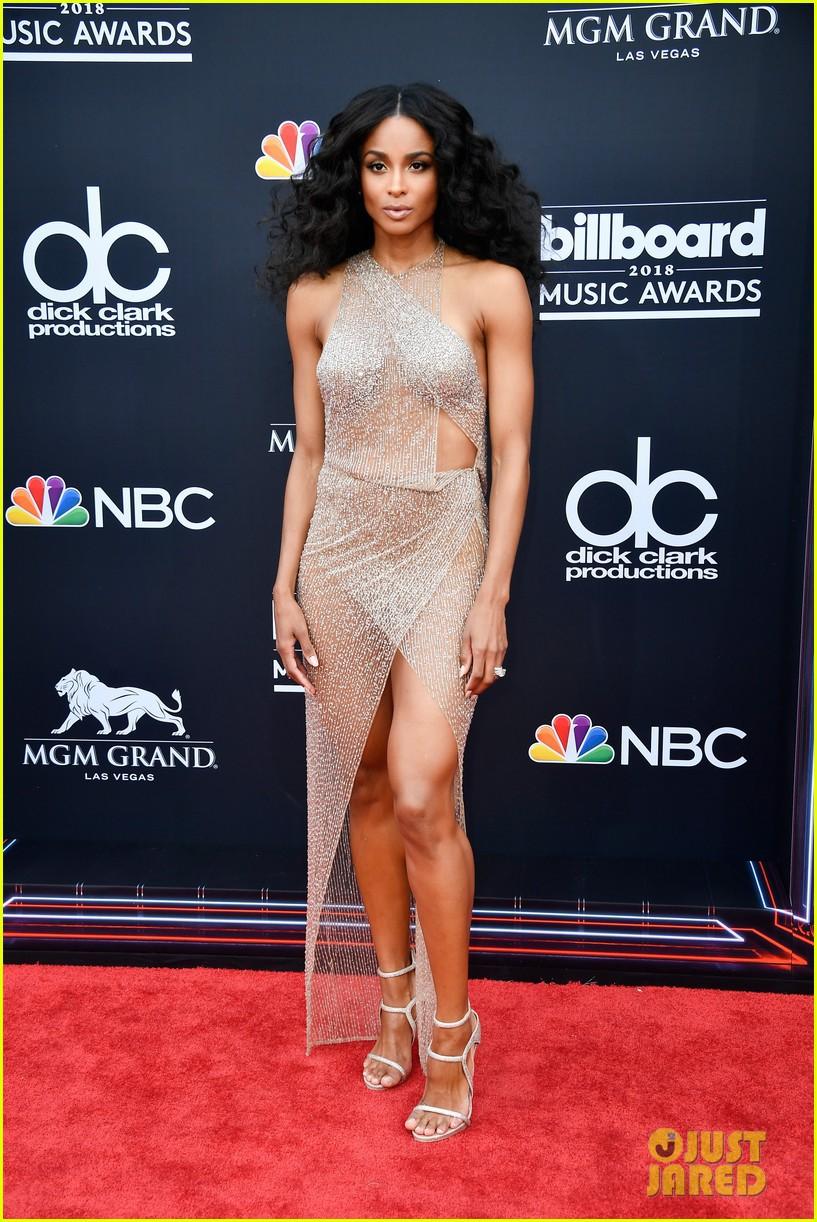 Trở lại thảm đỏ Billboard Music Awards 2018, Taylor Swift đẹp như tiên nữ giữa dàn sao đình đám - Ảnh 20.