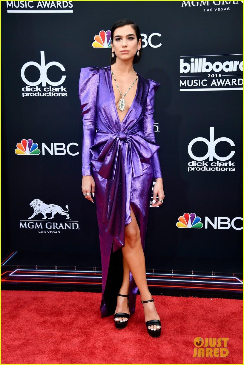Trở lại thảm đỏ Billboard Music Awards 2018, Taylor Swift đẹp như tiên nữ giữa dàn sao đình đám - Ảnh 39.