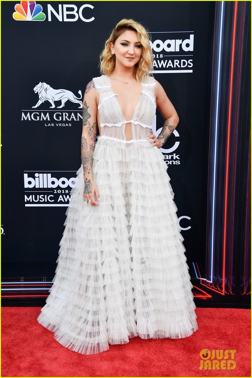Trở lại thảm đỏ Billboard Music Awards 2018, Taylor Swift đẹp như tiên nữ giữa dàn sao đình đám - Ảnh 27.