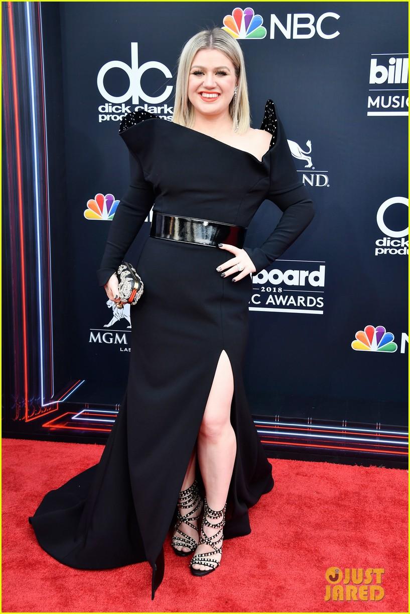 Trở lại thảm đỏ Billboard Music Awards 2018, Taylor Swift đẹp như tiên nữ giữa dàn sao đình đám - Ảnh 38.