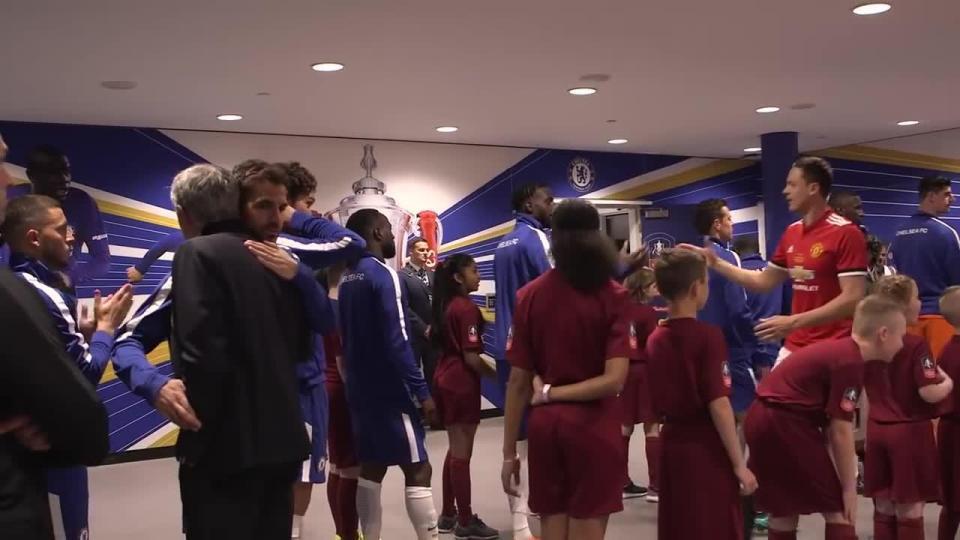 Mourinho và Hazard phớt lờ nhau, không bắt tay trước trận chung kết FA Cup - Ảnh 1.