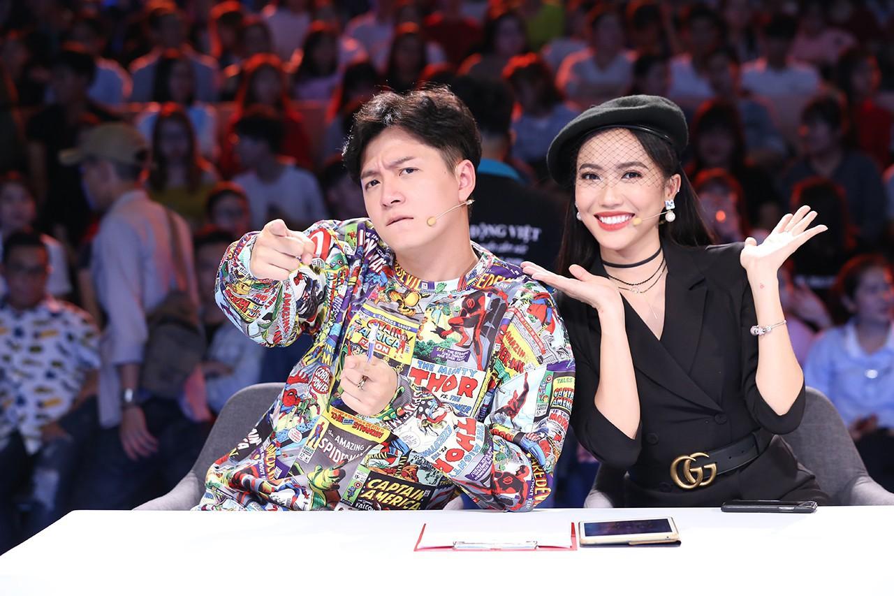 Thánh lồng tiếng phim một mình hành cả Hoài Linh - Việt Hương - Trấn Thành - Ảnh 2.