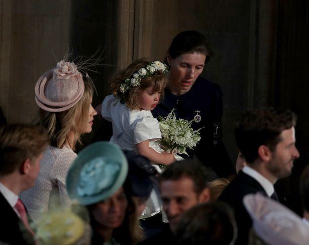 Phù dâu nhí bật khóc trong đám cưới hoàng gia gây sốt trên mạng và thân thế ít ai biết - Ảnh 1.