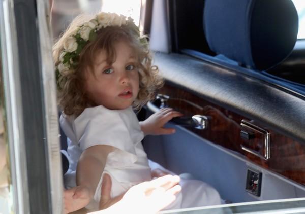 Phù dâu nhí bật khóc trong đám cưới hoàng gia gây sốt trên mạng và thân thế ít ai biết - Ảnh 2.