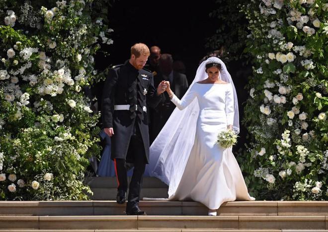 Đám cưới vừa diễn ra được 1 ngày, phóng viên hoàng gia đưa ra tuyên bố bất ngờ về dự định sinh con của Hoàng tử Harry và tân Công nương Meghan - Ảnh 2.