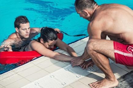 Nghe bí mật từ cứu hộ bể bơi ngay đi, bạn sẽ cần cho mùa hè này đấy! - Ảnh 5.