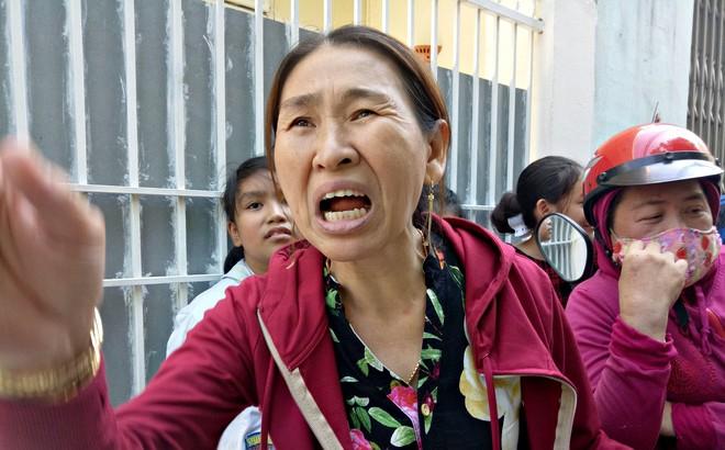 Phụ huynh, hàng xóm phẫn nộ kể tội vợ chồng chủ cơ sở mầm non bạo hành trẻ: Đánh cháu tôi bầm mắt mà nói là té ngã - Ảnh 2.