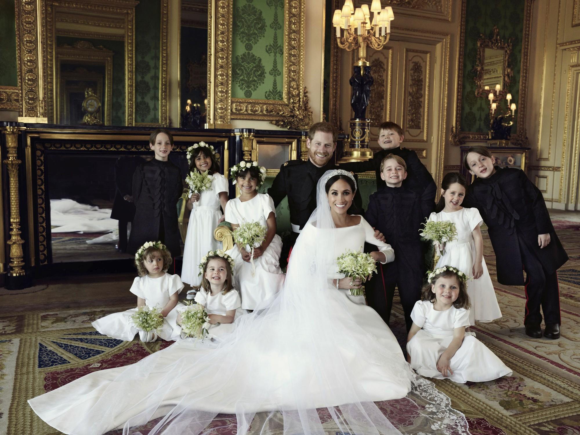 Hoàng gia Anh chính thức công bố ảnh cưới tuyệt đẹp của Hoàng tử Harry và Công nương Meghan - Ảnh 2.