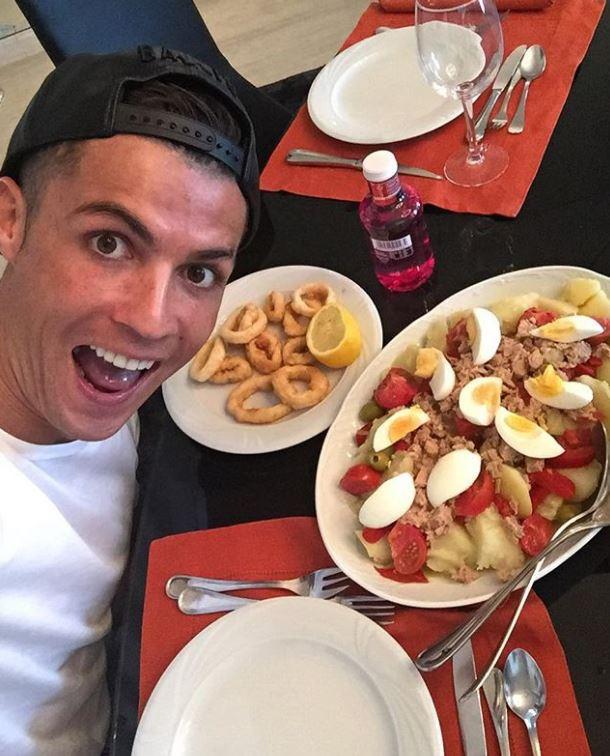 Tiết lộ thực đơn khoa học giúp Ronaldo duy trì phong độ ở tuổi 33 - Ảnh 2.