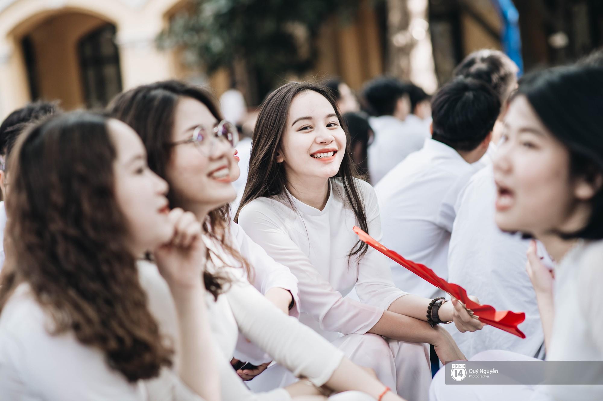 Đặc sản lễ bế giảng trường Phan Đình Phùng: Cả một trời trai xinh gái đẹp - Ảnh 2.