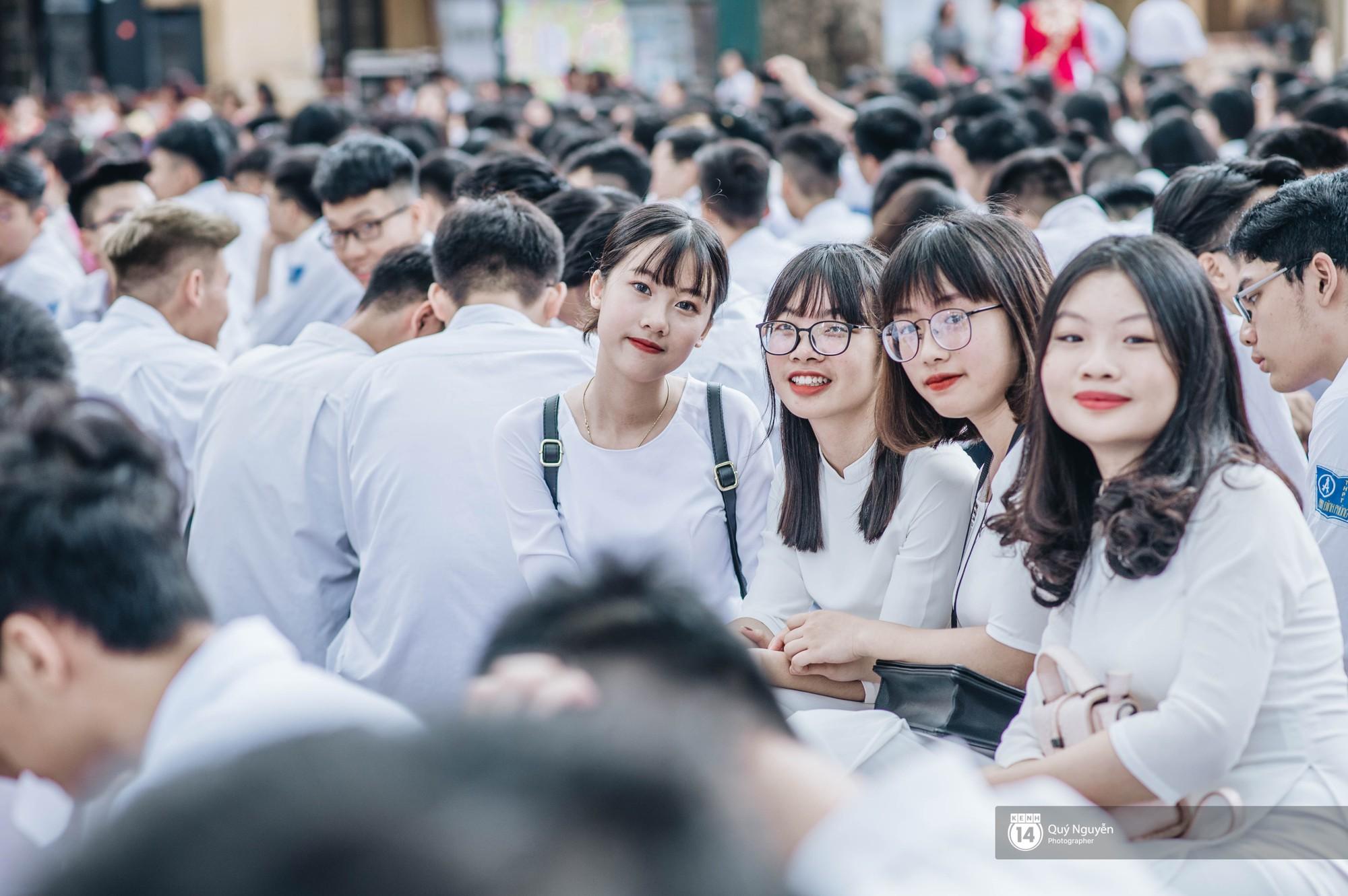Đặc sản lễ bế giảng trường Phan Đình Phùng: Cả một trời trai xinh gái đẹp - Ảnh 14.