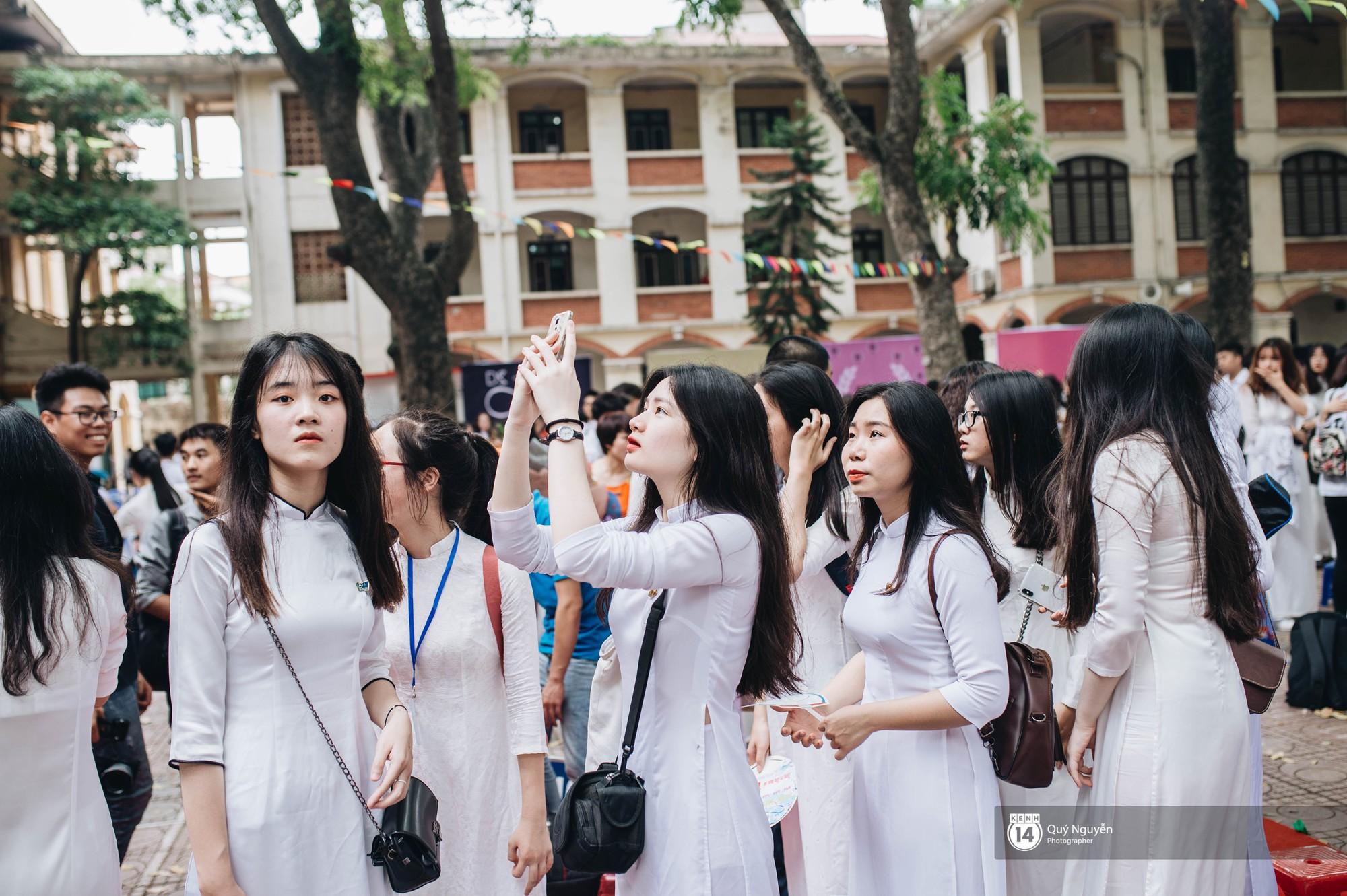 Đặc sản lễ bế giảng trường Phan Đình Phùng: Cả một trời trai xinh gái đẹp - Ảnh 17.
