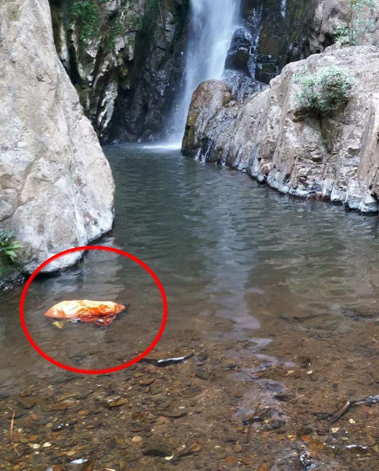 Hiện trường nơi phát hiện thi thể nam phượt thủ Thi An Kiện ở tầng 4 thác Lao Phào - Ảnh 2.