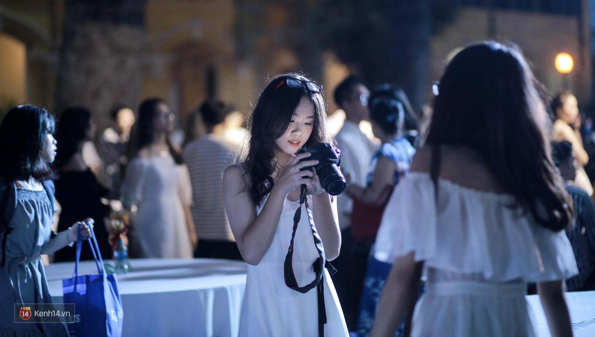 Nữ sinh Chu Văn An xinh ngẩn ngơ trong đêm tri ân/ trưởng thành - Ảnh 4.