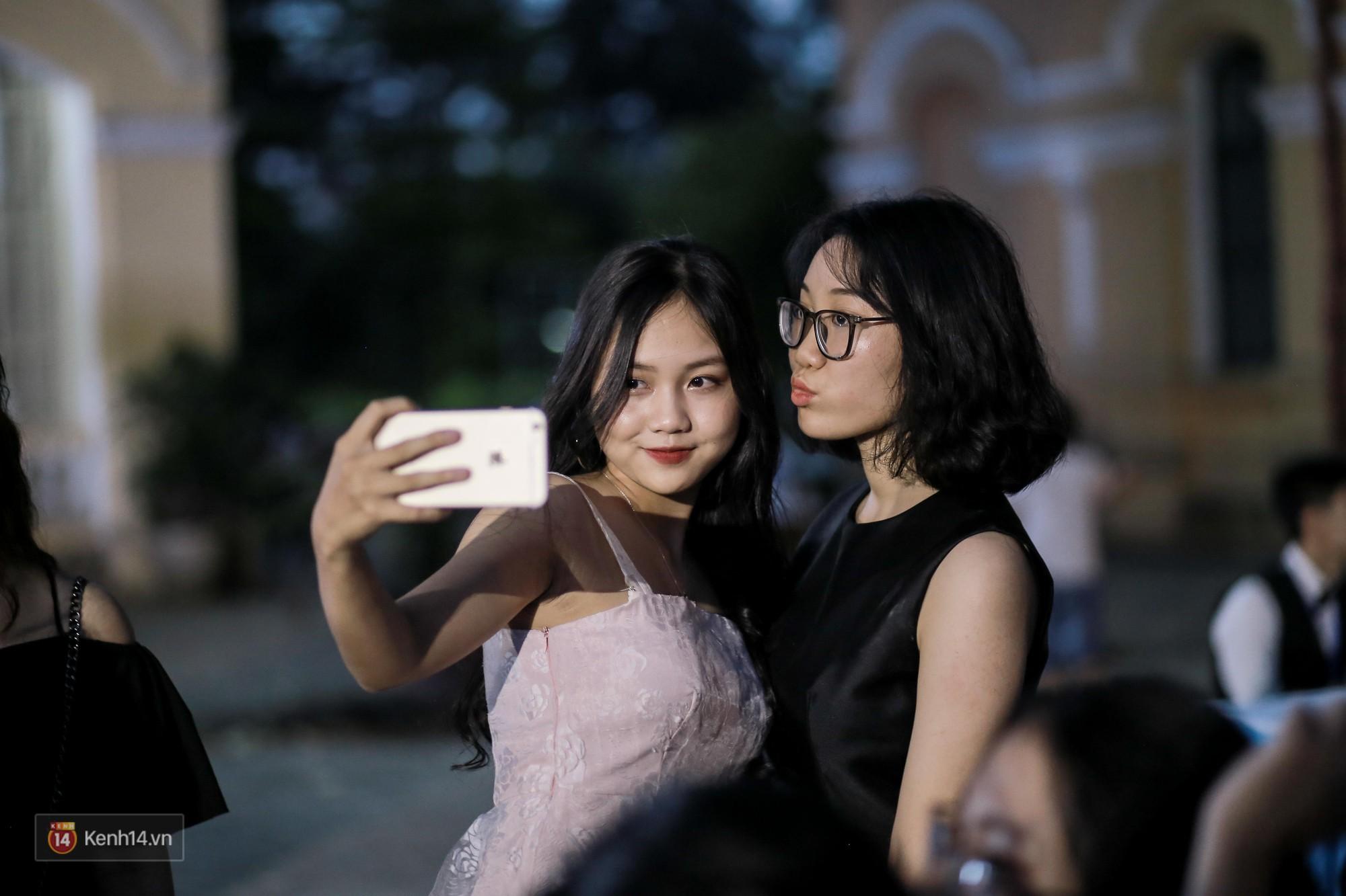 Nữ sinh Chu Văn An xinh ngẩn ngơ trong đêm tri ân/ trưởng thành - Ảnh 6.