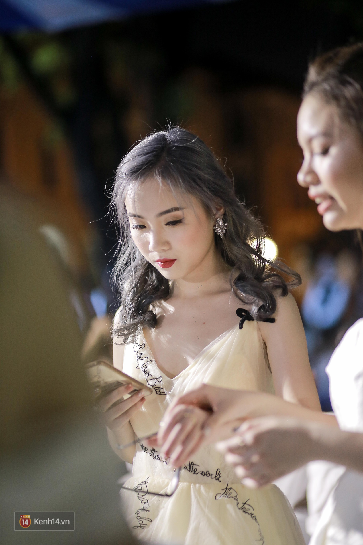 Nữ sinh Chu Văn An xinh ngẩn ngơ trong đêm tri ân/ trưởng thành - Ảnh 5.
