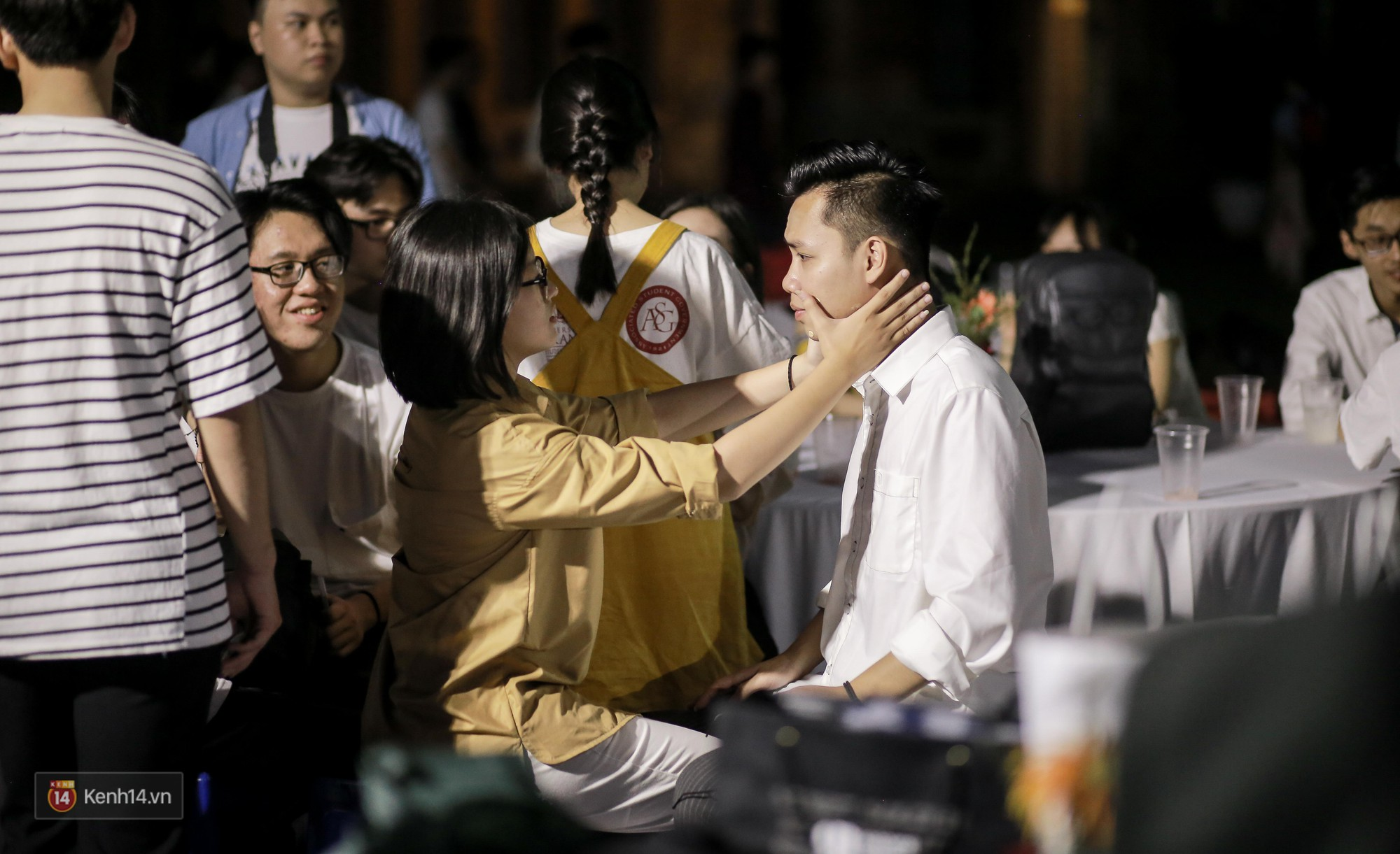 Nữ sinh Chu Văn An xinh ngẩn ngơ trong đêm tri ân/ trưởng thành - Ảnh 8.