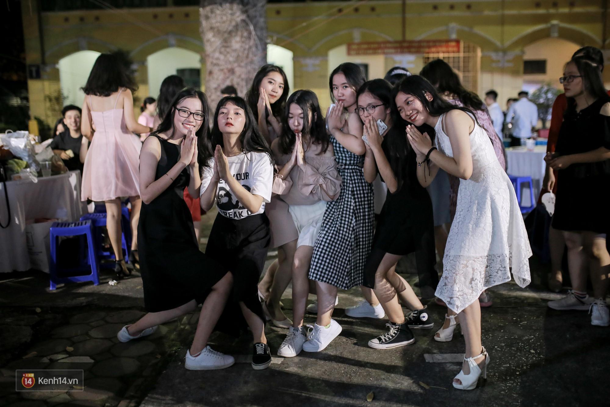 Nữ sinh Chu Văn An xinh ngẩn ngơ trong đêm tri ân/ trưởng thành - Ảnh 9.
