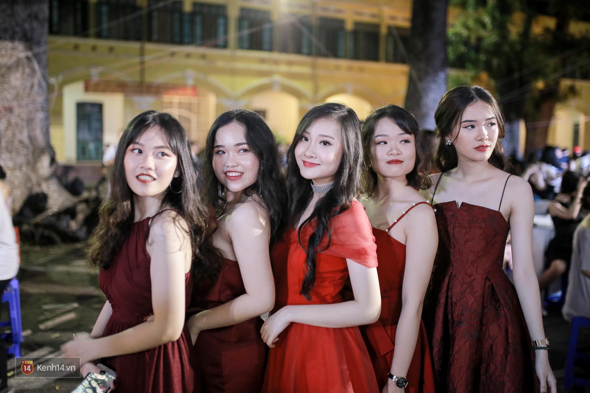 Nữ sinh Chu Văn An xinh ngẩn ngơ trong đêm tri ân/ trưởng thành - Ảnh 3.
