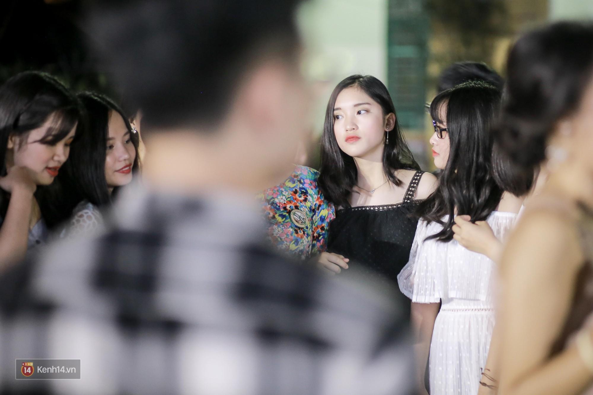 Nữ sinh Chu Văn An xinh ngẩn ngơ trong đêm tri ân/ trưởng thành - Ảnh 2.