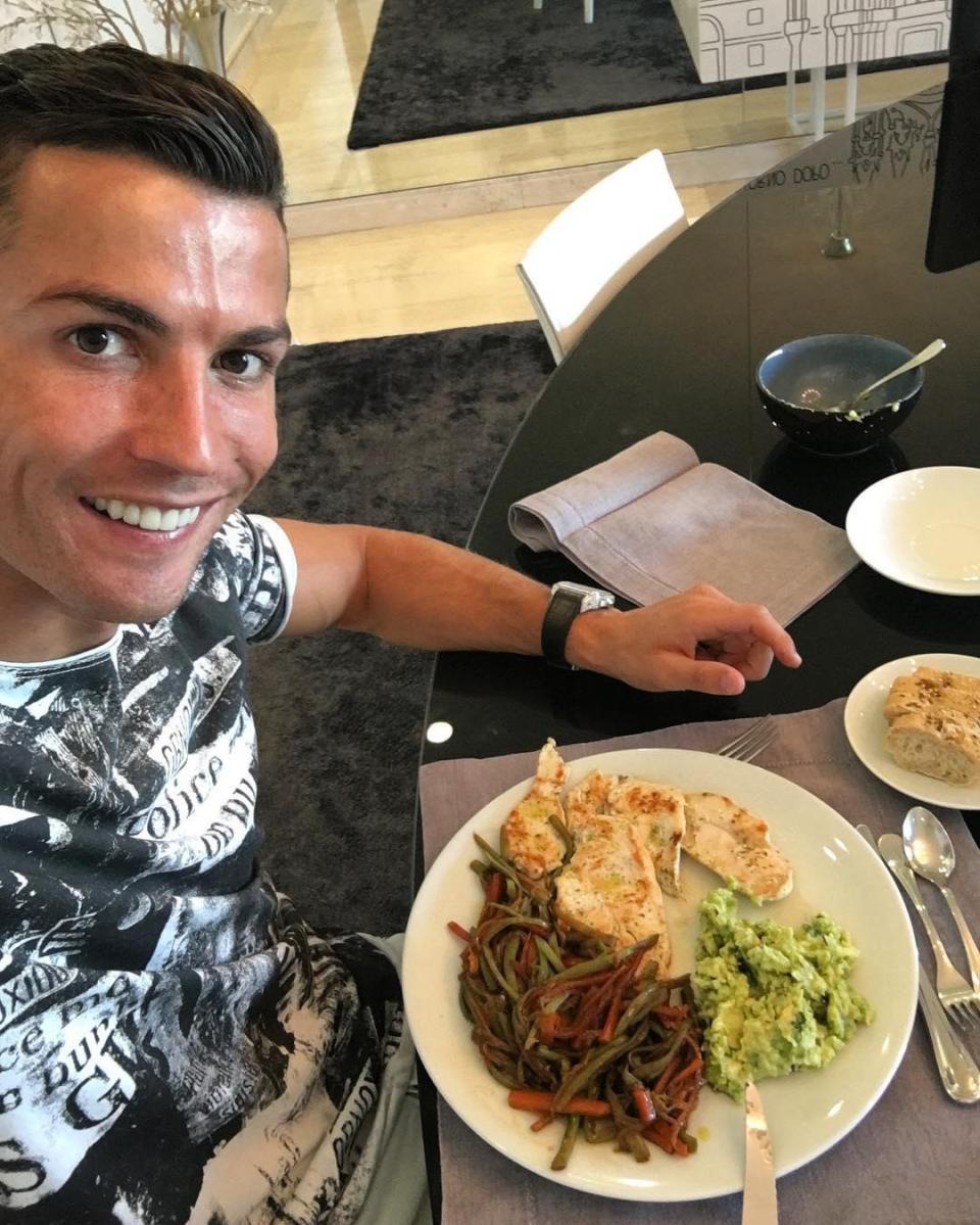 Tiết lộ thực đơn khoa học giúp Ronaldo duy trì phong độ ở tuổi 33 - Ảnh 3.