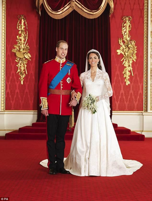 Đọc vị ảnh cưới của Hoàng tử Harry - Meghan, khác biệt hoàn toàn so với anh trai William - Ảnh 2.