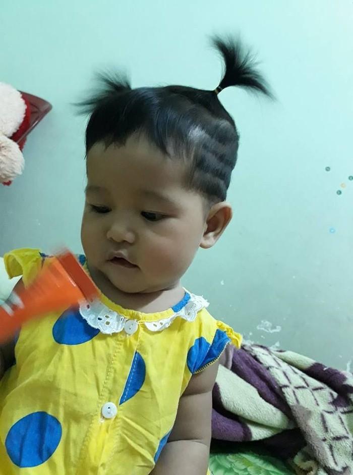 Mẹ chỉ chợp mắt nửa tiếng, bố đã tranh thủ tạo kiểu tóc cho cô công chúa để bắt kịp xu hướng của thần tượng - Ảnh 4.