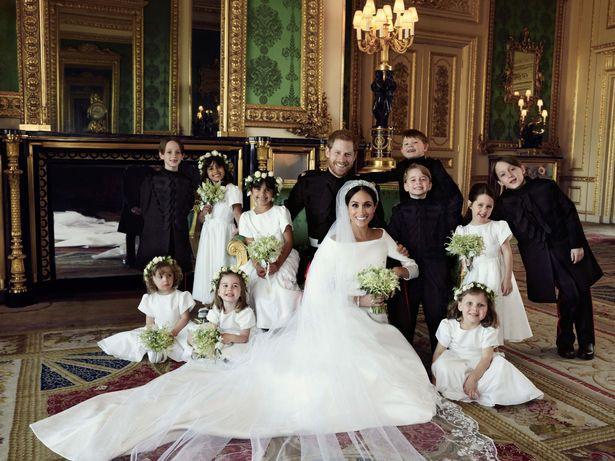 Đọc vị ảnh cưới của Hoàng tử Harry - Meghan, khác biệt hoàn toàn so với anh trai William - Ảnh 3.