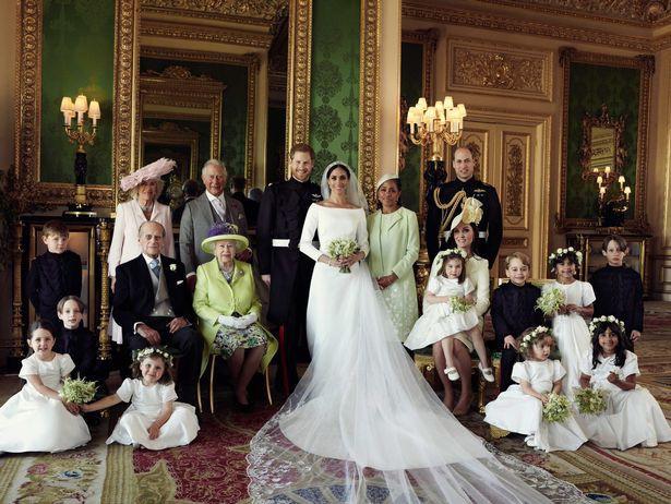 Đọc vị ảnh cưới của Hoàng tử Harry - Meghan, khác biệt hoàn toàn so với anh trai William - Ảnh 5.