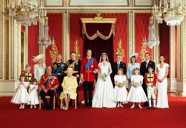 Đọc vị ảnh cưới của Hoàng tử Harry - Meghan, khác biệt hoàn toàn so với anh trai William - Ảnh 6.