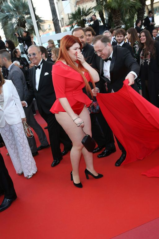 une-femme-perd-jupe-sur-red-carpet-capharnaum-red-carpet-arrivals-the-71st-annual-cannesexact1024x768p-15269729666681070161425.jpg