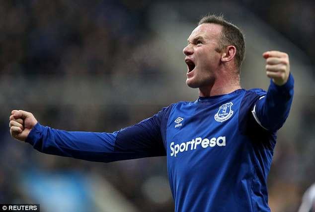 Rooney ra sân bay sang Mỹ, chuẩn bị ký hợp đồng nhận lương 3,7 triệu bảng một năm - Ảnh 2.