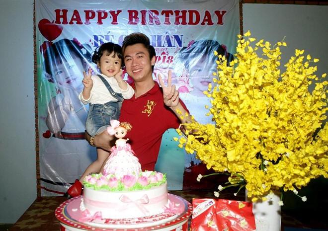 Sau một thời gian im lặng, Hồ Việt Trung bất ngờ thừa nhận có con gái 3 tuổi