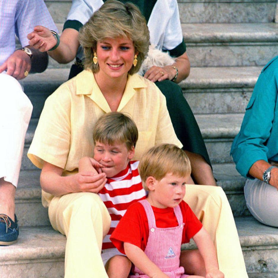 Nhan sắc và khí chất hoàn hảo của cố Công nương Diana trong những khoảnh khắc xưa - Ảnh 13.