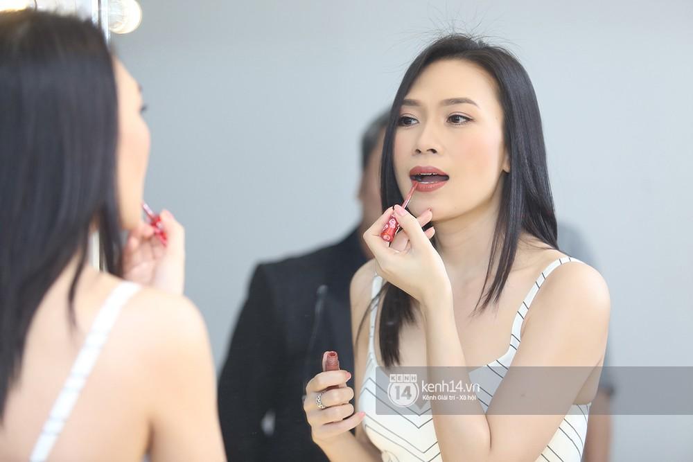 Đàm Vĩnh Hưng âu yếm hôn lên tóc Mỹ Tâm trong buổi ghi hình show thực tế mới - Ảnh 1.