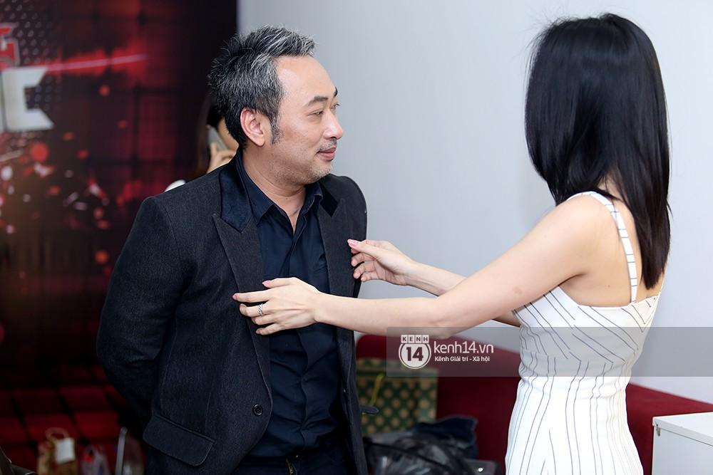 Đàm Vĩnh Hưng âu yếm hôn lên tóc Mỹ Tâm trong buổi ghi hình show thực tế mới - Ảnh 2.