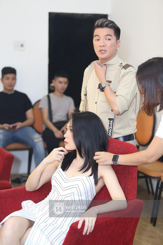 Đàm Vĩnh Hưng âu yếm hôn lên tóc Mỹ Tâm trong buổi ghi hình show thực tế mới - Ảnh 3.
